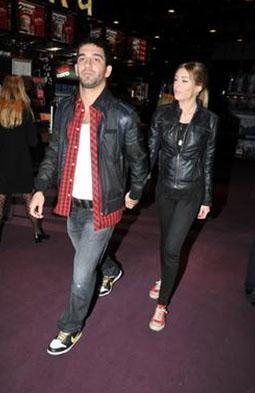 Bunlardan ilki Turan'ın bevgilis Sinem Kobal'ın rol aldığı Romantik Komedi filmini rahatça izleyebilmek için Bakırköy Capacity Alışveriş Merkezi'ndeki 140 kişilik salonu kapatması oldu.