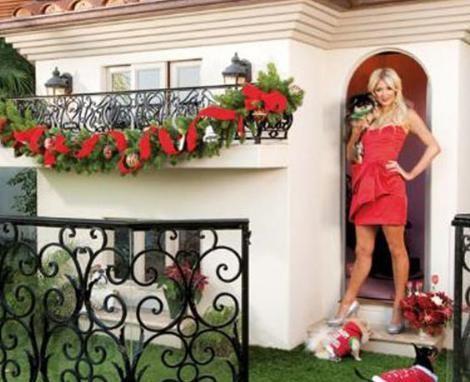 KÖPEKLERE MALİKANE   Belki de Paris Hilton'unki o kadar çok parayla ne yapacağını bilemekten kaynaklanıyor. Ya da belki köpeklerine olan büyük sevgisinden.
