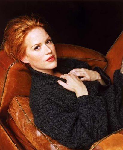 Molly Ringwald (41)  1980'li yıllarda gençlik filmlerinde yer alan kızıl saçlı güzel, o dönemde dikkatleri üzerinde topluyordu. Halen çekici olan oyuncunun 41 yaşında olduğuna kimse inanamıyor.