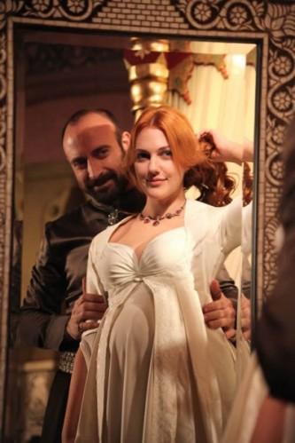 İstanbul'um, Karaman'ım, Bütün Anadolu ve Rum ülkesindeki diyara bedel sevgilim.