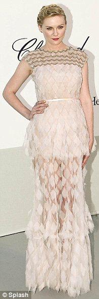 Cannes'da en iyi kadın oyuncu ödülünü alan Kirsten Dunst, Chanel Couture elbisesiyle...