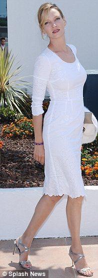 Juri üyesi Uma Thurman beyaz Dolce&Gabbana elbisesiyle.