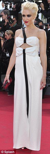 Gween Stefani beyaz Armani Prive elbisesi, dumanlı göz makyajı ve artık imzası haline gelen platin sarısı saçlarıyla Cannes'da Beğeni topladı.