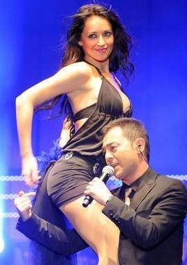 'ÇITIR SEVGİLİM VAR' DEMİŞTİ   Pop müziğin ünlü yıldızı Serdar Ortaç'ın adı da bir 'reklam aşkı' dedikodusuna karıştı.