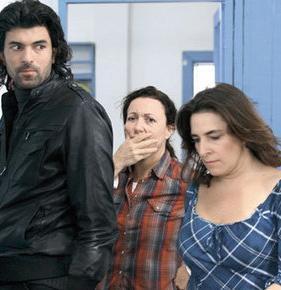 FATMAGÜL'ÜN SİNİR BOZAN YENGESİ   2010 yılında TV ekranına damga vuran karakterlerden biri de Fatmgül'ün Suçu Ne dizisindeki Mukaddes Yenge idi...