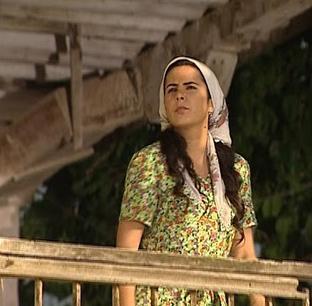 EN AKILLI HİZMETÇİ  Hanımın Çiftliği dizisi yayınlanırken ekranda görünür görünmez tüm bakışları üzerine kilitleyenlerden biri de hizmetçi Gülizar.