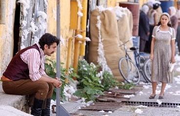Daha önce Yaprak Dökümü'nde de rol alan Memili, dizideki performansıyla göz dolduruyor.