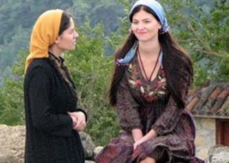 KARADAĞLAR'IN FETTAN KADINI   Karadağlar dizisinin yan karakterlerinden Zuhal de ekranın ilgi çeken fettan kadınlarından.