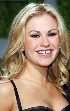 Güzel yıldı o dizideki rol arkadaşı Stephen Moyer ile kısa bir süre önce evlendi.