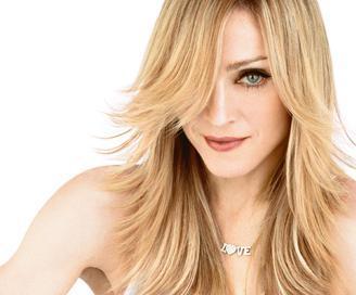 Pop müziğin kraliçesi Madonna da ayrık dişli ünlülerden.