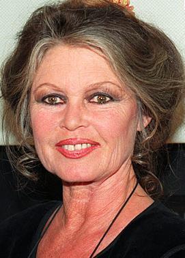 Bardot artık elini eteğini sinemadan çekmiş emekli bir yıldız.   (Hürriyet)
