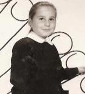 Bu siyah ünlüklü küçük kız da büyüdü ve çok ünlü bir dansöz oldu..