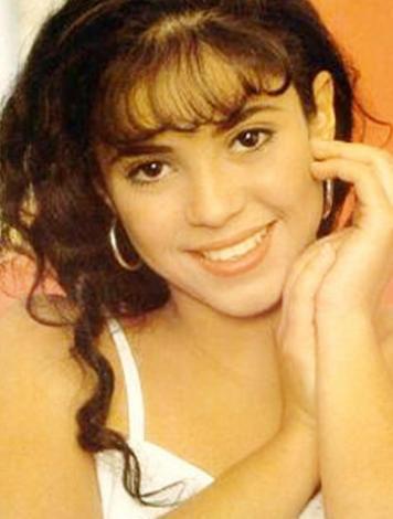Bu kara gözlü genç kız günümüzün en çekici ve ünlü şarkıcılarından biri.