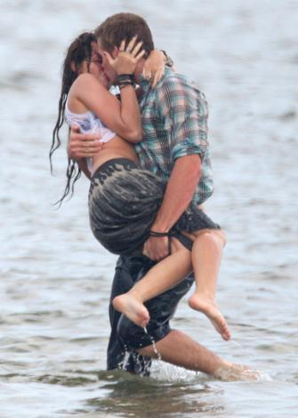 Miley Cyrus ve Liam Hemsworth (The Last Song)