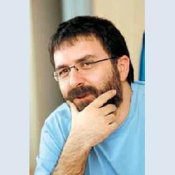 """Köşe yazarı Ahmet Hakan ise bu açıklamaya, """"'Şu sıcakta bir de Fazıl Say'ın kafa ütülemesine maruz kalmak' diye cevap verince, ikili arasında gergin bir mesaj trafiği başladı:İşte en çarpıcı bölümler."""