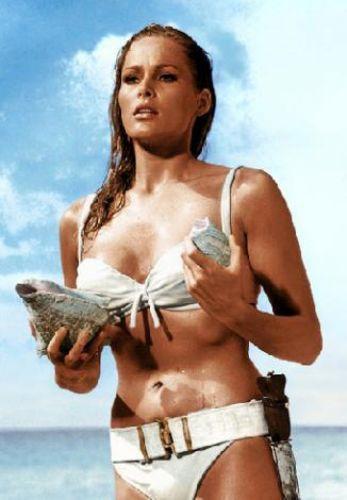 Ursula Andress bu görüntüsüyle tarihe geçti.