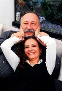 Şu sıralar Yerden Yüksek adlı dizide rol alan Altan Erkekli gerçek hayatta Ebru Erkekli ile evli.