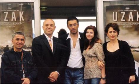 İşadamı ve doktor olan Kesal (soldan ikinci) Nuri Bilge Ceylan'ın Üç Maymun filminde başrol oynadı.