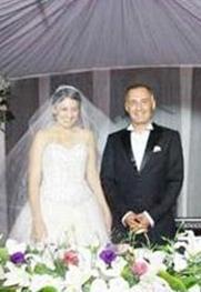 Saraçoğlu tiyatro sanatçısı Mümtaz Sevinç'in kızı Şirin ile evli.