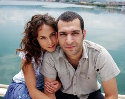Murat Yıldırım ise Burçin Terzioğlu ile evli..
