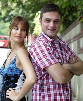 Geniş Aile'nin Cevahir'i dizide Rojda Demirer ile zaman zaman yakınlaşıyor.
