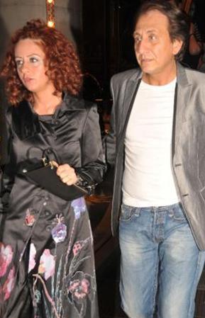 Arka Sokaklar dizisinin Hüsnü'sü Özgür Ozan gerçek hayatta Neslihan Uğur ile evli. Çiftin bir de çocukları var.
