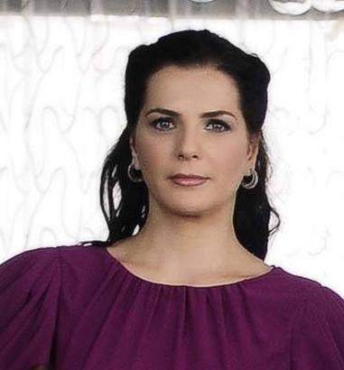 Yenel'in dizideki rol arkadaşı Yağmur Kaşifoğlu da bir tiyatrocu ile evli..
