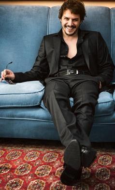 Mehmet Günsur, Türk sinemasının en yakışıklı aktörlerinden.
