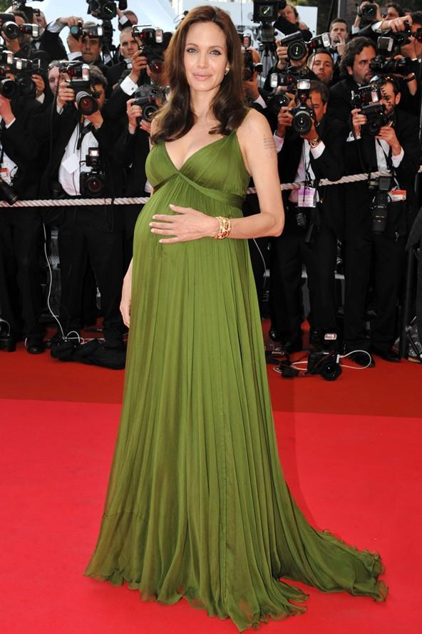 Hamileliği süresince Yunan tanrıçaları gibi görünmeyi tercih eden Angelina Jolie, Cannes'da kırmızı halıda.