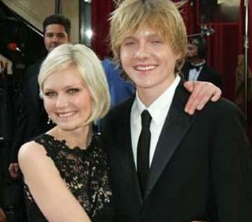 Christian Dunst, Kristen Dunst'ın kardeşi.