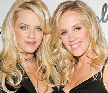 Jenny McCarthy ve kardeşi Amy...
