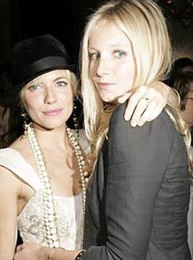 Sinemanın genç yıldızı Sienna Miller ve modacı ablası Savannah.