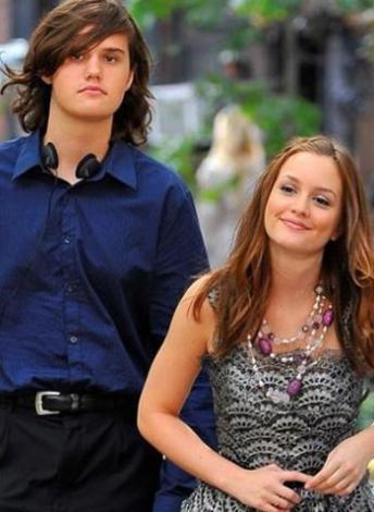 Gossip Girl dizisinin yıldızı Leighton Meester ve kardeşi Lex.