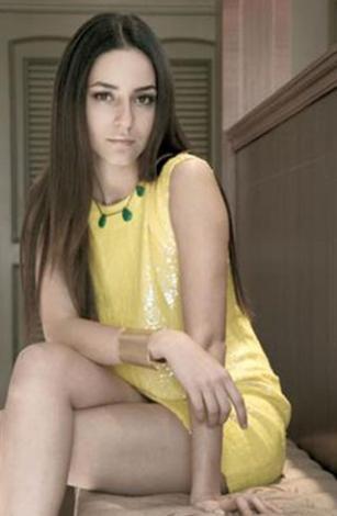 Sedef Avcı klasik Türk kadınının güzelliğini taşıyor. Kahverengi saçları, iri kahverengi gözleri ile duru bir güzelliğe sahip.