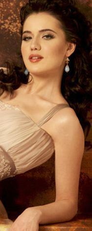1986 doğumlu Fahriye Evcen, ünlü İtalyan yıldız Monica Bellucci'ye benzetiliyor.