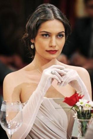 Gülcan Aslan 25 yaşında.. Daha önce bir çok dizide rol aldı ama Her Şeye Rağmen ile dikkat çekti.