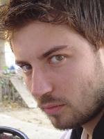 1981 doğumlu Tolga Güleç ekranın 'en yakışıklı devrimcisi' unvanını taşıyor.