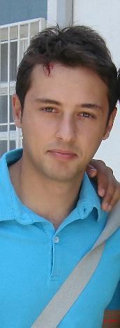 1986 doğumlu İbrahim Kendirci adını Kavak Yelleri dizisiyle duyurdu.