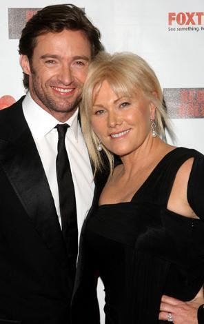 EN SEKSİ ADAMIN KALBİNİ ÇALDI  Avustralyalı Hugh Jackman önceki yıl dünyanın yaşayan en seksi erkeği seçilmişti..  Ama onun gözü eşi Deborah de Furness'den başkasını görmüyor.