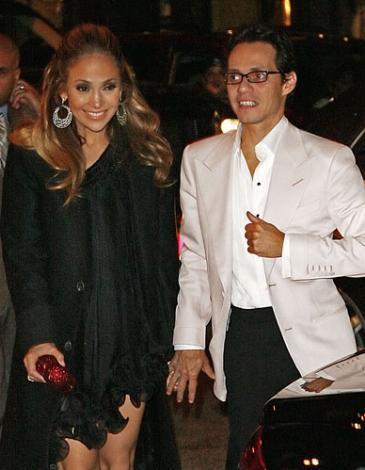 MAGAZİN BASINI ONU ACIMASIZCA ELEŞTİRİYOR  Jennifer Lopez ilerleyen yaşına rağmen gösteri dünyasının en güzel kadınlarından biri olarak kabul ediliyor.