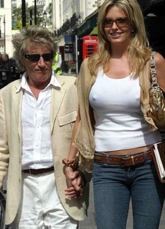 Son eşi Penny Lancaster'da da bu kural bozulmadı. Dünyanın en uzun bacaklı mankenlerinden biri olan Lancaster, 1.85 boyunda. Stewart'ın boyu ise 1.75.