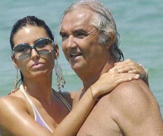 1950 doğumlu Briatore'nin eşi 1980 doğumlu. Çiftin bir bebeği var.