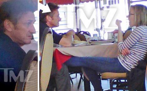 GİZLİ AŞK BÖYLE YAKALANDI  Eşi Ryan Reynolds'tan boşanan Scarlett Johansson'ın aktör Sean Penn ile birlikte olduğu bu fotoğrafla ortaya çıktı.