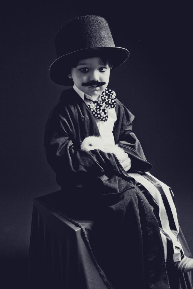 Batuhan ve çekimlerin küçük sevimli misafiri Adnan Bey...