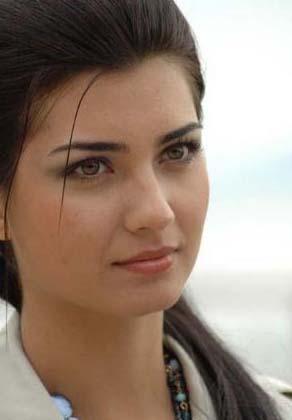 TÜRKİYE'NİN EN GÜZEL 'RENKLİ' BAKIŞLARI   İşte Türkiye'nin yeşil, mavi ya da ela gözleri ve 'renkli' bakışlarıyla dikkat çeken ünlüleri...