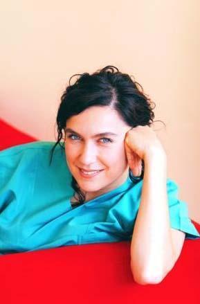 Şeval Sam, Türkiye'nin en güzel gözlü ünlülerinden.