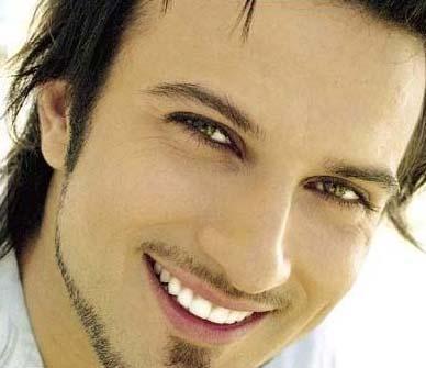 Tarkan Türkiye'nin en güzel gözlü erkeklerinden biri.