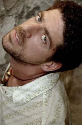 Cemal Hünal da mavi gözlü ünlülerden.