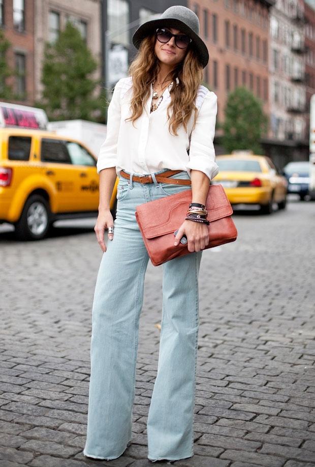 Kalçadan itibaren bollaşmaya başlayan bu pantolon biraz baggy modelleri andırıyor.
