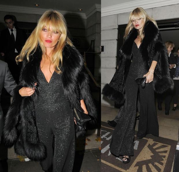 Ünlü modelin giydiği payetli siyah, ispanyol paça tulum gerçekten cesaret gerektiriyor.